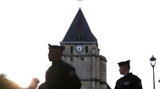 Des policiers devant l'église de Saint-Etienne-du-Rouvray (Seine-Maritime), le 27 juillet 2016. (CHARLY TRIBALLEAU / AFP)