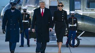 Donald et Melania Trumpà la base militaire d'Andrews, dans la banlieue de Washington, le 20 janvier 2021. (ALEX EDELMAN / AFP)