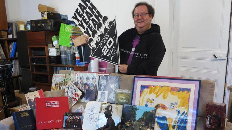 Jacques Volcouve chez lui avec une infime partie de sa collection Beatles  (J. Volcouve)