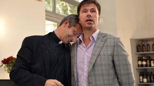 Le père Krysztof Olaf Charamsa (à gauche) a révélé son homosexualité, le 3 octobre 2015 à Rome (Italie). (TIZIANA FABI / AFP)