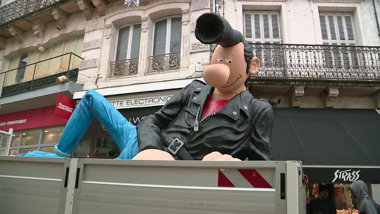 La statue de Lucien de retour à Angoulême (France 3 Poitiers)