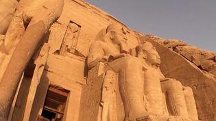 Situé en Égypte, le temple d'Abou Simbel fascine le monde du haut de ses 30 siècles. (France 2)