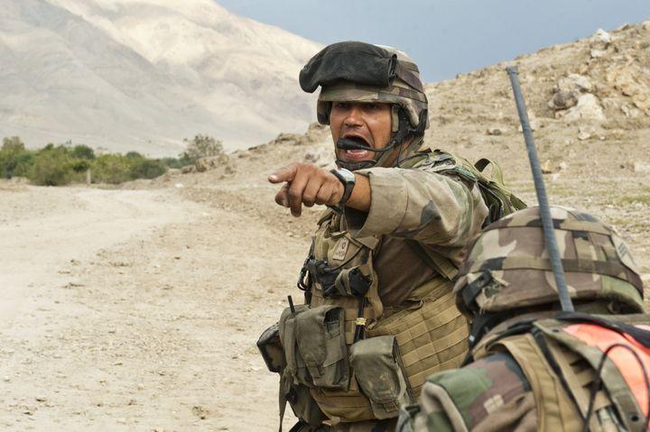 En Afghanistan, en septembre 2010, une section du 35e Régiment d'Infanterie est prise sous le feu taliban. Le chef de groupe hurle les consignes à ses hommes. C'est l'une des photos préférées de l'Adjudant-chef Drahi. (ADC JEAN-RAPHAËL DRAHI / Armée de terre)