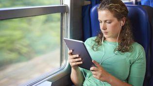 En 2014, la SNCF a annoncé la mise en place d'un système permettant un accès à internet dans ses trains d'ici à trois ans. (AJ WATT / E+ / GETTY IMAGES)