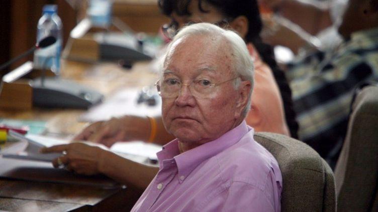 Le sénateur de Polynésie Gaston Flosse, ex-UMP, lors d'une séance de l'Assemblée de la Polynésie française, à Papeete, le 8 avril 2010. (GREGORY BOISSY / AFP)