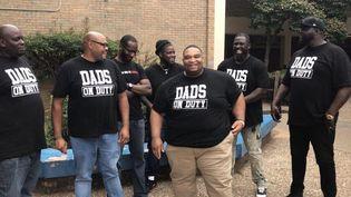 """Des pères de famille de la brigade """"Dads on duty"""" sur leur site Facebook. (CAPTURE D'ÉCRAN)"""