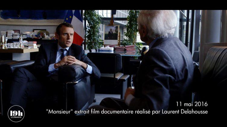 Emmanuel Macron et Jean d'Ormesson discutent au ministère de l'Economie et des Finances, le 11 mai 2016. (LAURENT DELAHOUSSE / FRANCE 2)