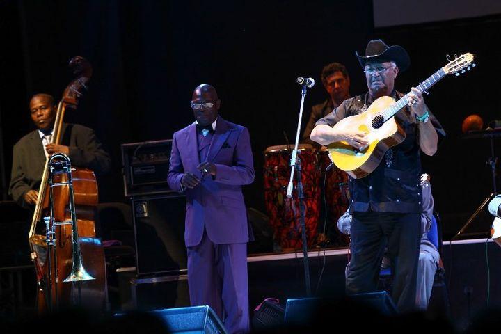 Eliades Ochoa et le Buena Vista Social Club en concert en Turquie en 2015.  (EVREN ATALAY / ANADOLU AGENCY)