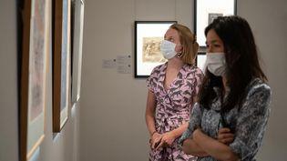 Chez Sotheby's à Londres, les ventes ont toujours lieu en ligne mais la maison d'enchères a rouvert ses portes : le public peut voir les oeuvres en vrai (15 juin 2020) (NIKLAS HALLE'N / AFP)