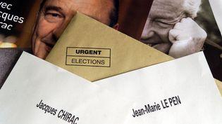 Bulletins de vote pour le deuxième tour de l'élection présidentielle de 2002. (MAXPPP)