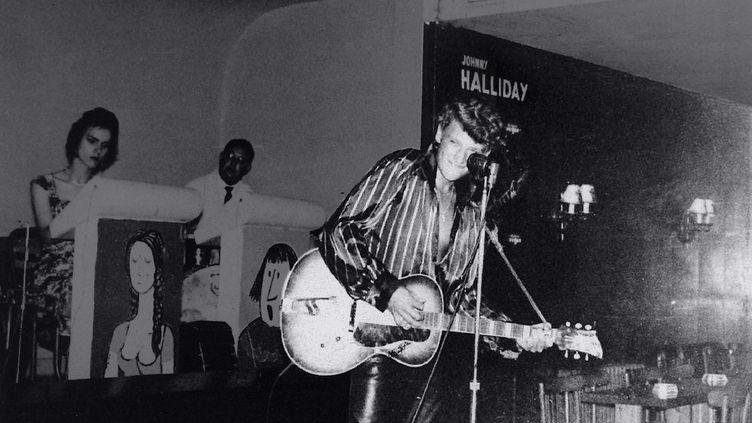 Johnny Hallydayse produità Migennes (Yonne), le 16 avril 1960, un cliché repris dans le livreLa légende de L'Escale : un temple du music-hall. (ALAIN VINCENT / EDITIONS DE L'ARMANCON)