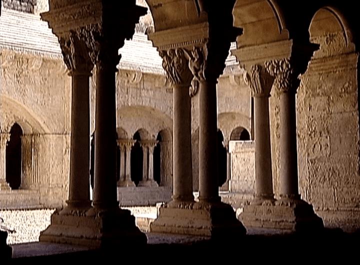 Cet été le cloître de Montmajour a reçu deux fois plus de visite.  (France3 / Culturebox)