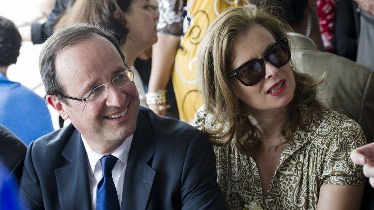 François Hollande et sa compagne Valérie Trierweiler à Mayotte, le 31 mars 2012. (FRED DUFOUR / AFP)