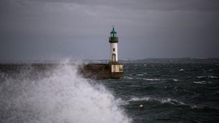 Un phare sur l'île de Groix (Morbihan), le 11 mai 2020. (LOIC VENANCE / AFP)