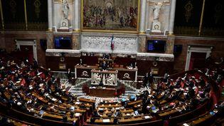 Un discours du Premier ministre, Jean Castex, devant l'Assemblée nationale, le 13 avril 2021 à Paris. (STEPHANE DE SAKUTIN / AFP)