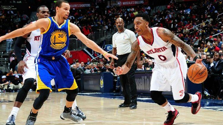 Jeff Teague des Atlanta Hawks face à Stephen Curry des Golden State Warriors