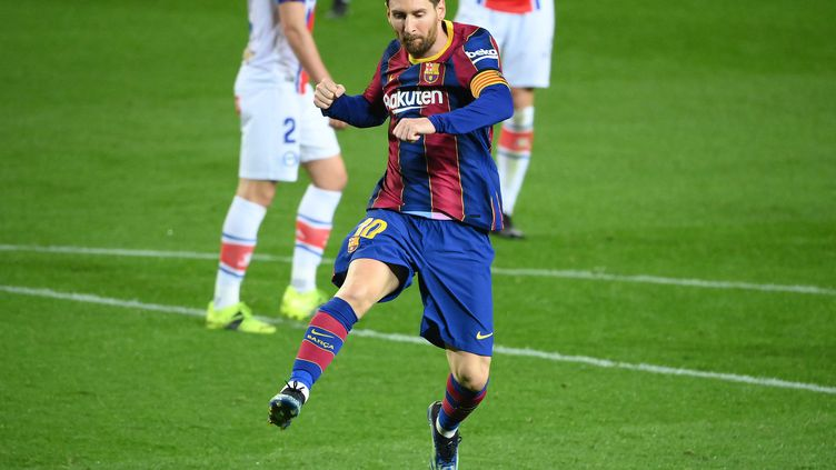 Lionel Messi, heureux après son doublé contre Alaves. (LLUIS GENE / AFP)