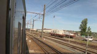 Un train mythique a retrouvé sa ligne, entre Brive-la-Gaillarde, en Corrèze, et Limoges, en Haute-Vienne. Le Capitole rappelle des souvenirs aux voyageurs. (FRANCE 3)