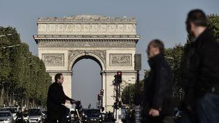 Sur les Champs-Elysées, le 21 avril 2017. (PHILIPPE LOPEZ / AFP)