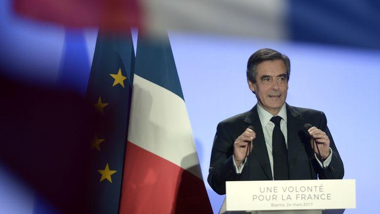 François Fillon lors d'un meeting à Biarritz (Pyrénées-Atlantiques), le 24 mars 2017. (IROZ GAIZKA / AFP)