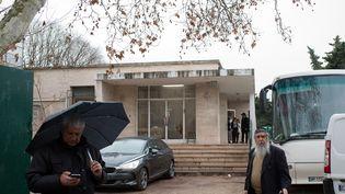 """L'école juive """"La Source"""" à Marseille, devant laquelle un enseignant a été agressé, lundi 11 janvier 2016. (BERTRAND LANGLOIS / AFP)"""