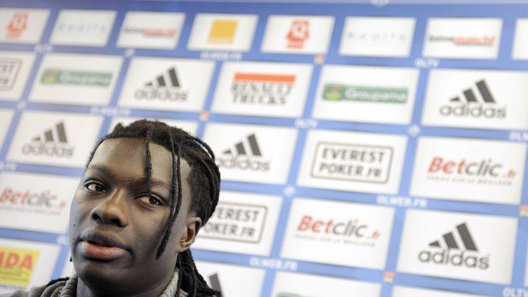 Bafétimbi Gomis le 9 décembre 2011, à Lyon. (PHILIPPE DESMAZES / AFP)