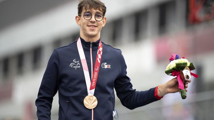 Alexandre Leaute, quatre fois médaillé à Tokyo, sera le porte-drapeau français lors de la cérémonie de clôture, dimanche 5 septembre. (CHARLY TRIBALLEAU / AFP)