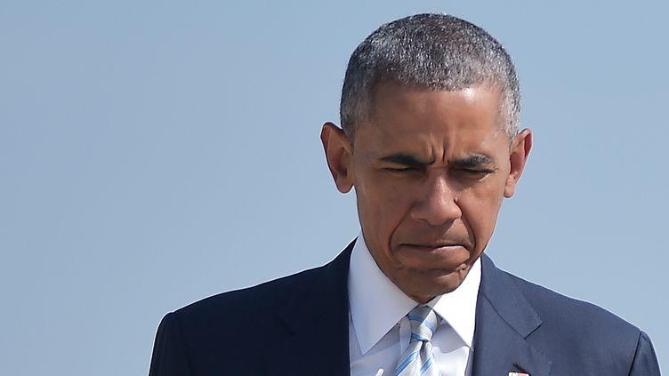 Le président américain Barack Obama embarque à bord d'Air Force One, à l'Andrews Air Force base (Maryland), jeudi 7 juillet 2016. (MANDEL NGAN / AFP)