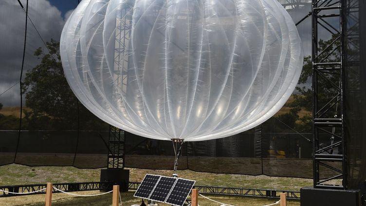 Ballon du projet Loon (Google) pour rendre l'Internet accessible dans les zones les plus reculées. (Afp/ Andrej Sokolow / DPA)