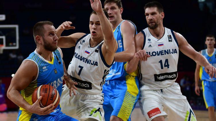 La SLovénie s'est qualifiée en quarts de finale de l'Eurobasket en venant à bout de l'Ukraine.  (OZAN KOSE / AFP)