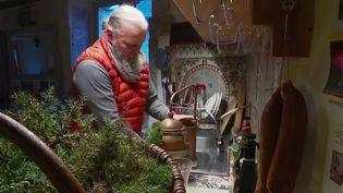 """Vendredi 8 janvier, France 2 vous emmène à la découverte de celui que l'on surnomme """"le druide"""". Il habite dans le Jura, est herboriste et fournit les plus grands cuisiniers en plantes sauvages. (France 2)"""