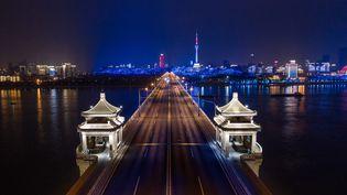 Le pont sur le Yangtze à Wuhan (Chine), le 16 mars 2020. (AFP)