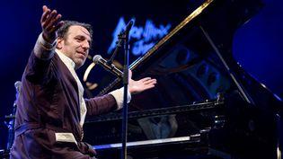 Chilly Gonzales au piano durant le Montreux Jazz Festival, en juillet 2017.  (Fabrice Coffrini/ AFP)