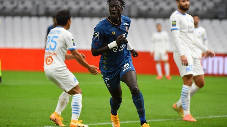 Buteur, Ibrahima Niane savoure son ouverture du score pour Metz au Vélodrome. (SYLVAIN THOMAS / AFP)
