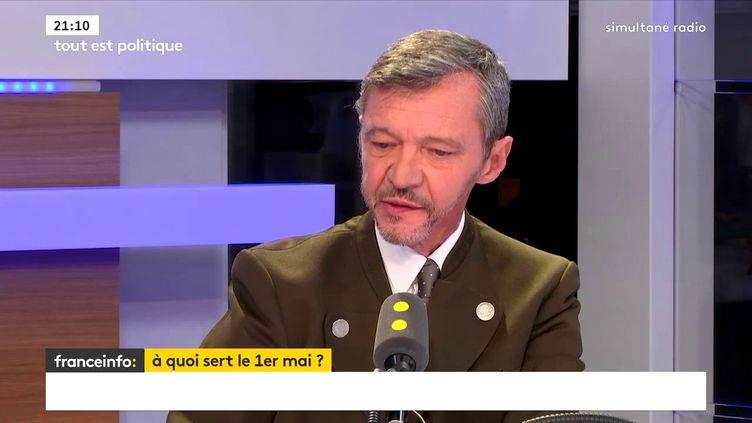 Stéphane Rozès,président de Cap enseignant à sciences po et HEC dans le studio de franceinfo, le 30 avril 2018. (FRANCEINFO / RADIOFRANCE)