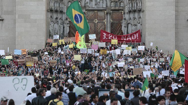 Manifestation à Sao Paulo (Brésil), le 18 juin 2013. (MIGUEL SCHINCARIOL / AFP)