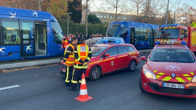 Unaccident de tram est survenu vers 15h30, ce lundi, à Montpellier. Une rame en mouvement de la ligne 1 a percuté par l'arrière un tramway à l'arrêt. (SDIS 34)