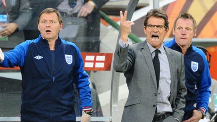 Fabio Capello s'énerve devant son banc (FRANCOIS-XAVIER MARIT / AFP)