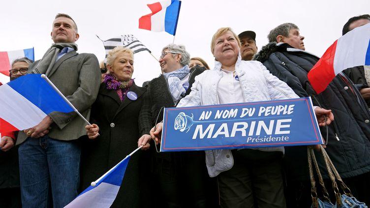 Des militants du Front national devant le Zénith de Nantes, où se tient un meeting de Marine Le Pen, le 26 février 2017. (JEAN-FRANCOIS MONIER / AFP)