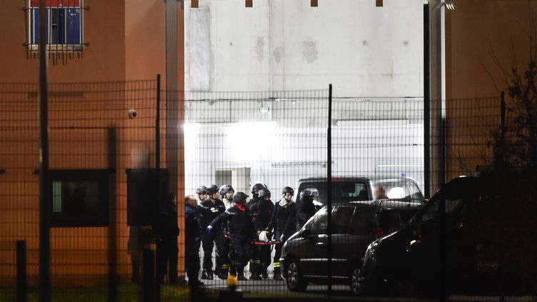 Michaël Chiolo et sa femme se sont retranchés pendant près de dix heures au sein de l'unité de vie familiale (UVF) de l'établissement pénitentier de Condé-sur-Sarthe (Orne), le 5 mars 2019. (JEAN-FRANCOIS MONIER / AFP)