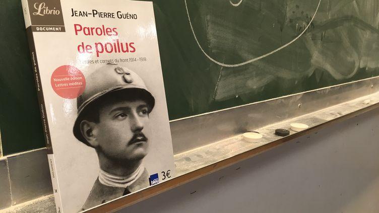 L'un des ouvrages de l'invité du jour de franceinfo junior, Jean-Pierre Guéno. (FRANCEINFO / RADIOFRANCE)