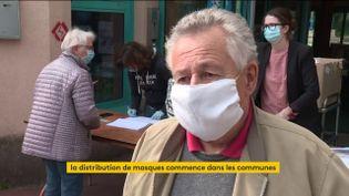 Distribution de masques (FRANCEINFO)