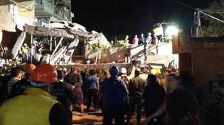 L'école Enrique Rebsamen, sous les décombres, après le sèisme qui a touché le Mexique, le 19 septembre 2017. (SARAIRIS AGUILAR / AFP)