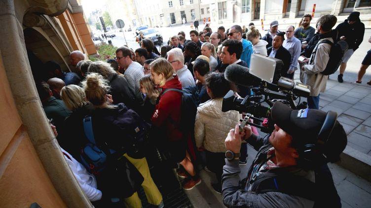 Les journalistes devant la salle d'audience au second jour du procès d'A$ap Rocky, le 1er août 2019, à Stockholm (FREDRIK PERSSON / TT NEWS AGENCY)