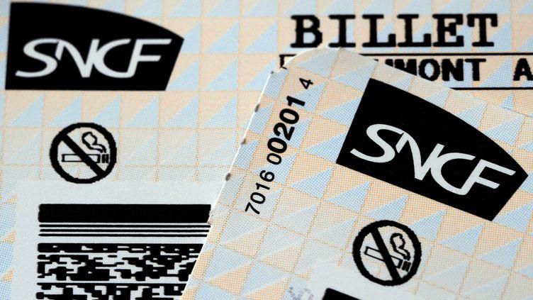 Illustration de billets SNCF. (DAMIEN MEYER / AFP)