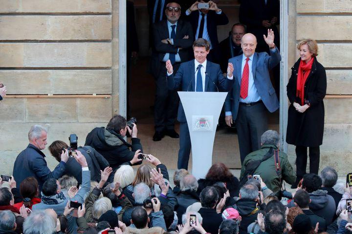 Alain Juppé passe la main à son successeur à la mairie de Bordeaux, Nicolas Florian, le 7 mars 2019. (MAXPPP)