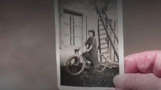 """Alors que l'on commémorera le samedi 8 mars la fin de la Seconde guerre mondiale, les équipes de France Télévisions vous font découvrir les incroyables histoires de ceux que l'on a surnommé les """"passeurs"""". Dans la Vienne, des habitants aidaient des Français à passer la ligne de démarcation. (CAPTURE ECRAN FRANCE 2)"""