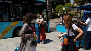 Les touristes doivent s'habituer à de nouvelles restrictions sanitaires liées au Covid-19.  (DAVIDE BONALDO / CONTROLUCE VIA AFP)