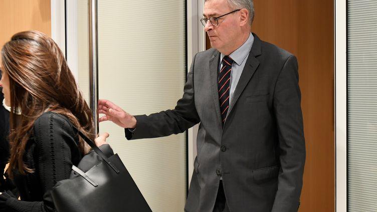 Marc Joulaud, ancien suppléant de François Fillon à l'Assemblée nationale, arrive à son procès, le 24 février 2020 à Paris. (LIONEL BONAVENTURE / AFP)