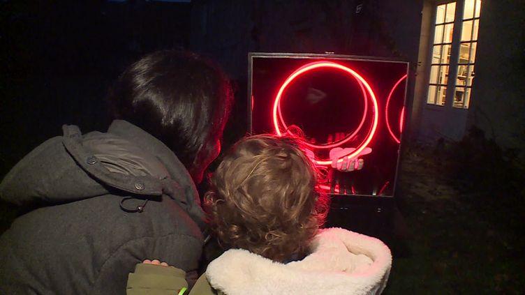 """A Crugny, dans la Marne, l'artiste Julien Paci a créé """"V'Room"""".Un musée mobile. (P. Cocquempot / France télévisions)"""